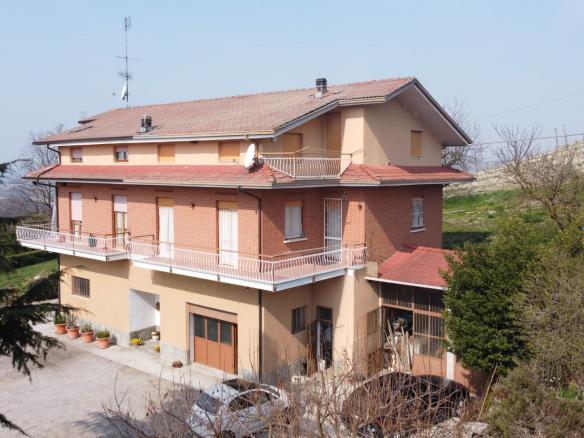 Houses in Monforte d'Alba for sale